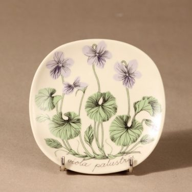 Arabia Botanica wall plate Viola palustris designer Esteri Tomula