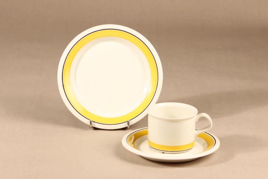 Arabia Faenza raita kahvikuppi ja lautaset, suunnittelija Peter Winquist, raitakoriste