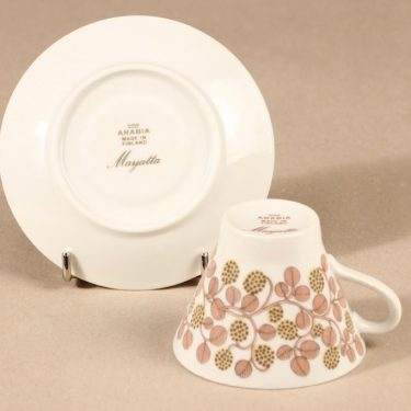 Arabia Marjatta kahvikuppi ja lautaset, 3 osaa, suunnittelija Raija Uosikkinen, 3 osaa, serikuva kuva 4