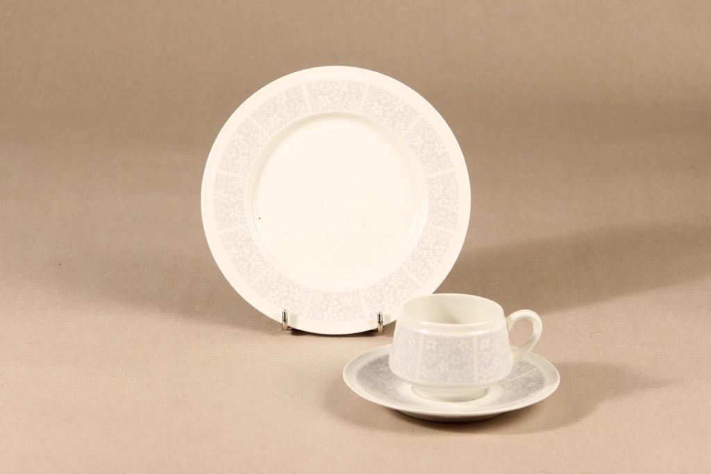 Arabia Pitsi kahvikuppi ja lautaset, 3 osaa, suunnittelija Raija Uosikkinen, 3 osaa, serikuva