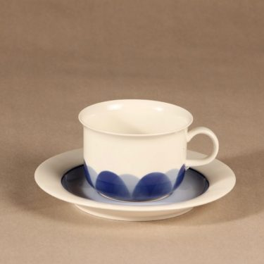 Arabia Pudas Arctica teekuppi, vitroposliini, suunnittelija Inkeri Leivo, vitroposliini, serikuva