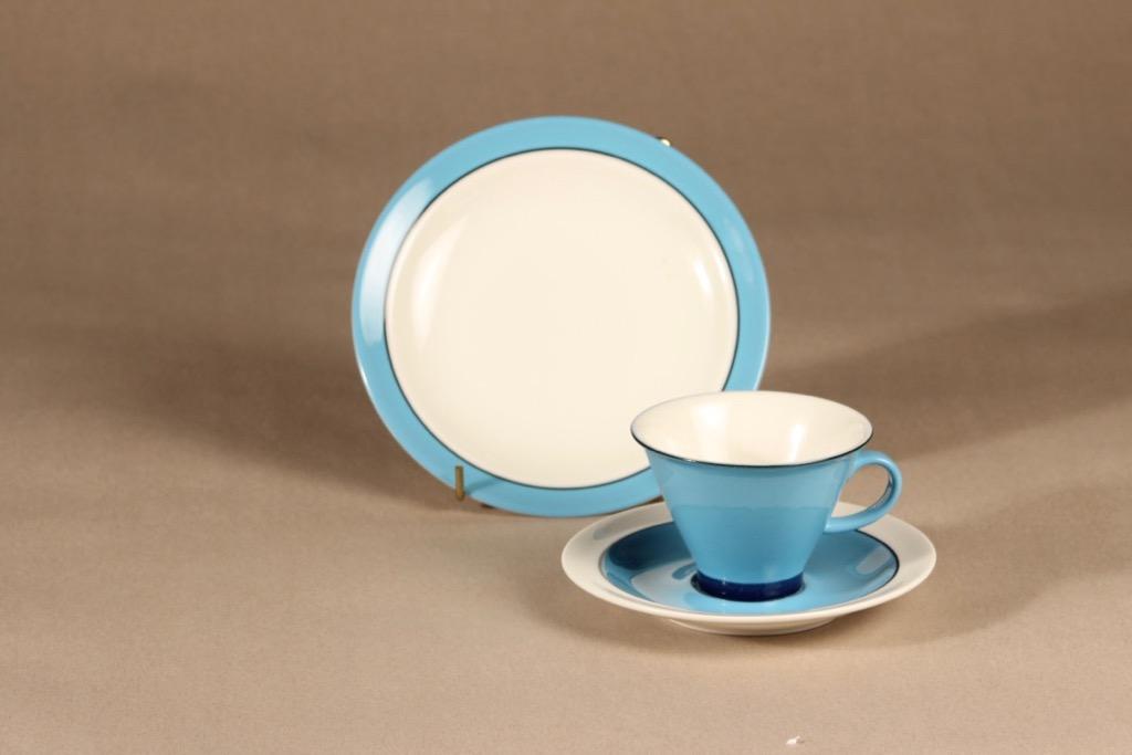Arabia Harlekin Turkos kahvikuppi ja lautaset, turkoosi, suunnittelija Inkeri Leivo, moderni