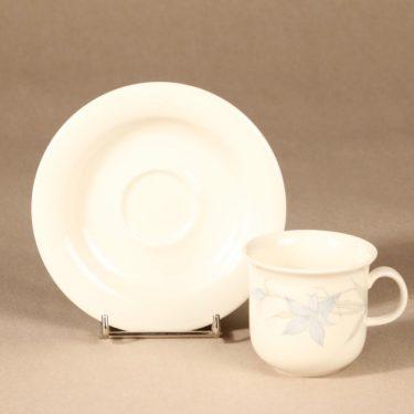 Arabia Sinikello kahvikuppi ja lautaset, sininen, suunnittelija Esteri Tomula, serikuva, kukka-aihe kuva 3