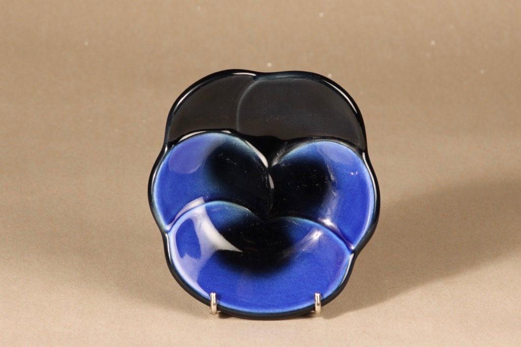 Arabia Viola koristelaatta, sininen, musta, suunnittelija Birger Kaipiainen,