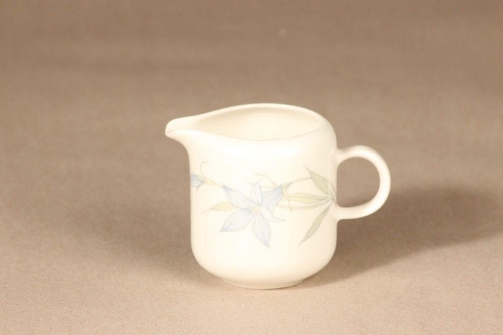 Arabia Sinikello kermakko, sininen, suunnittelija Esteri Tomula, kukka-aihe, serikuva, pieni