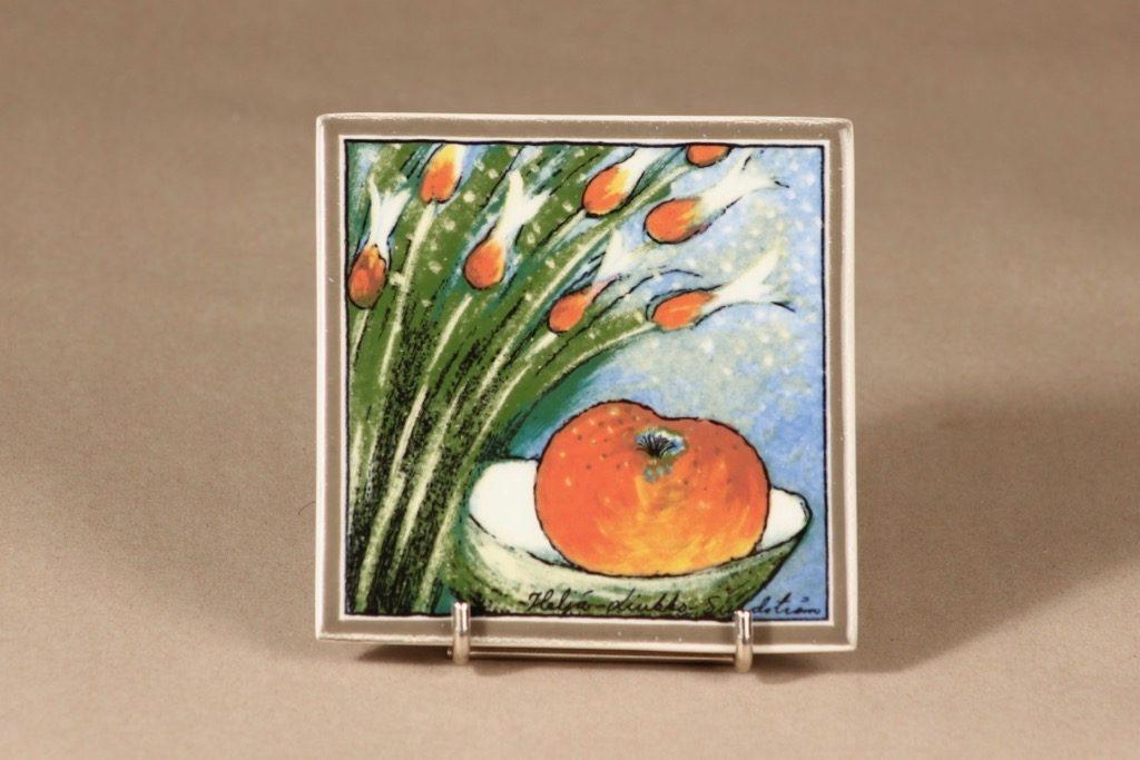 Arabia Onnellinen omena, seinälaatta, suunnittelija Heljä Liukko-Sundström, seinälaatta, serikuva, pieni
