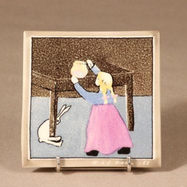 Arabia Pikkutyttö ja jänis, seinälaatta, suunnittelija Heljä Liukko-Sundström, seinälaatta, serikuva, pieni