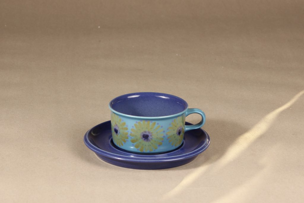 Arabia S teekuppi, käsinmaalattu suunnittelija Hilkka-Liisa Ahola