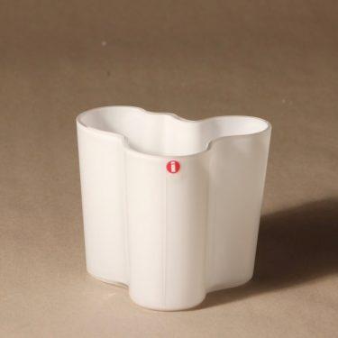 Iittala Aalto  maljakko, valkoinen, suunnittelija Alvar Aalto, konesigneeraus kuva 3