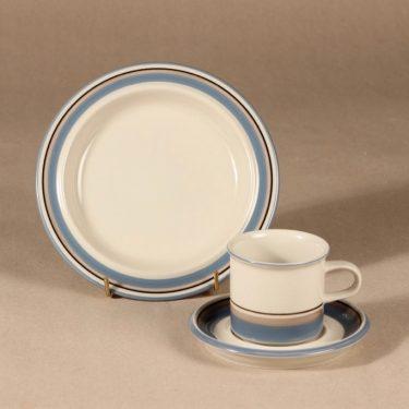 Arabia Uhtua kahvikuppi ja lautaset, 3 osaa, 6 kpl, suunnittelija Inkeri Leivo, 3 osaa, raitakoriste kuva 2
