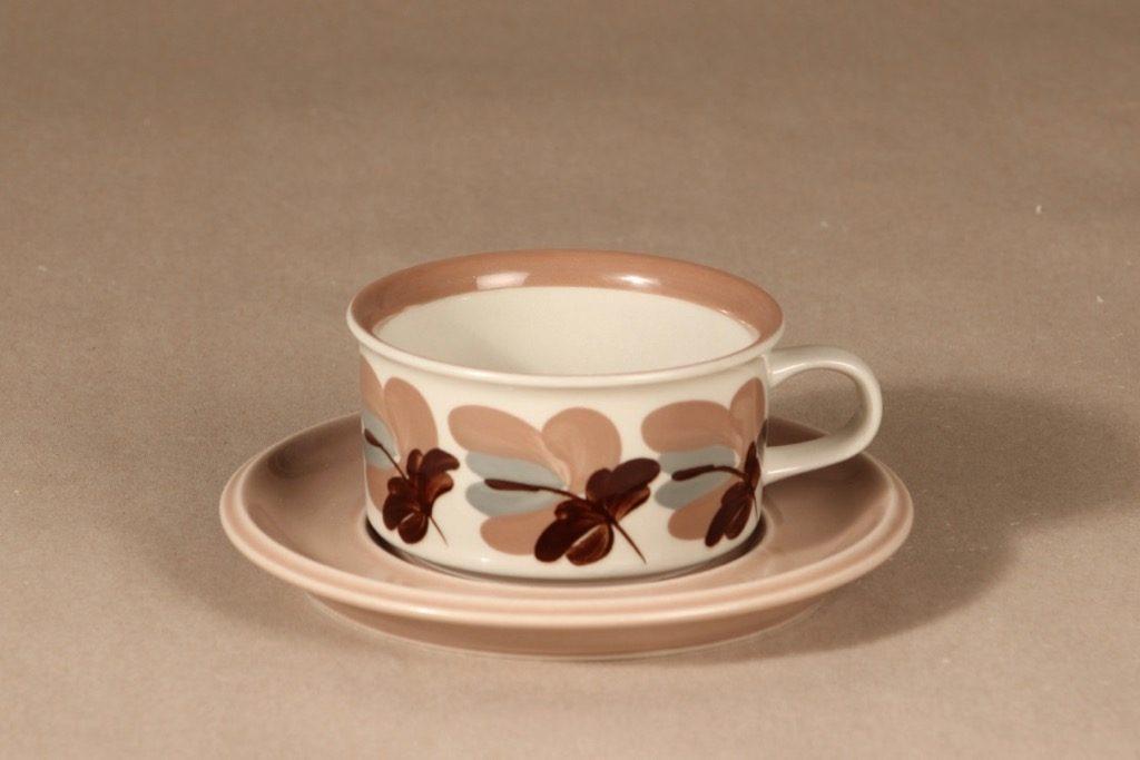 Arabia Koralli teekuppi, käsinmaalattu, suunnittelija Raija Uosikkinen, käsinmaalattu, käsinmaalattu, kukka-aihe