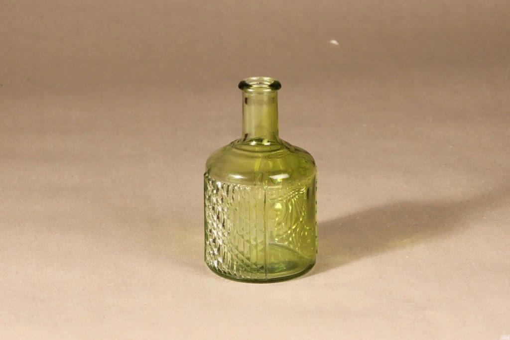 Riihimäen lasi Flindari karahvi, vaaleanvihreä, suunnittelija Nanny Still,