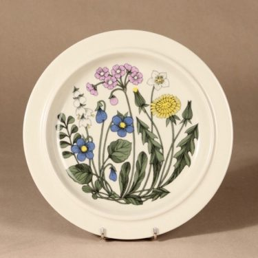 Arabia Flora dinner plate designer Esteri Tomula
