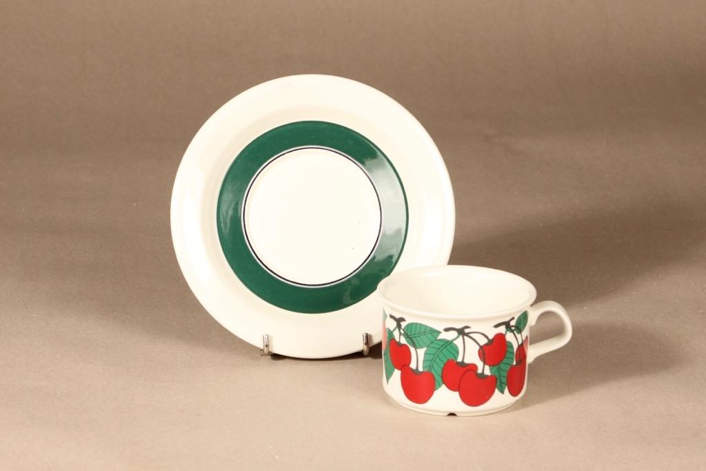 Arabia Kirsikka teekuppi, punainen, vihreä, suunnittelija Inkeri Seppälä, serikuva kuva 2