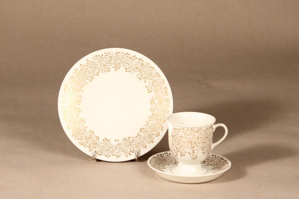 Arabia kahvikuppi ja lautaset, kulta, suunnittelija ,