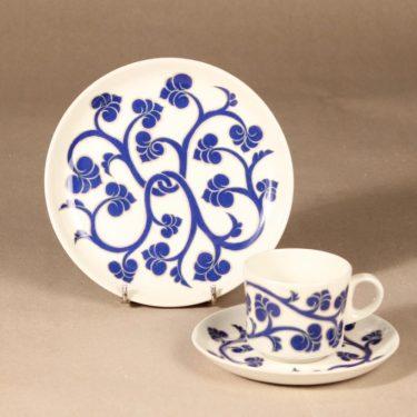 Arabia Lyydia kahvikuppi ja lautanen, sininen, suunnittelija Laila Hakala, serikuva, retro