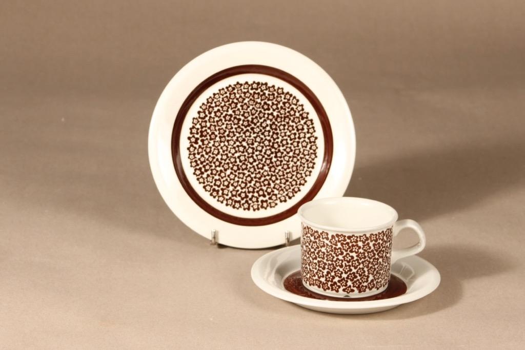 Arabia Faenza kukka kahvikuppi ja lautaset, ruskea, suunnittelija Inkeri Seppälä, serikuva, kukka