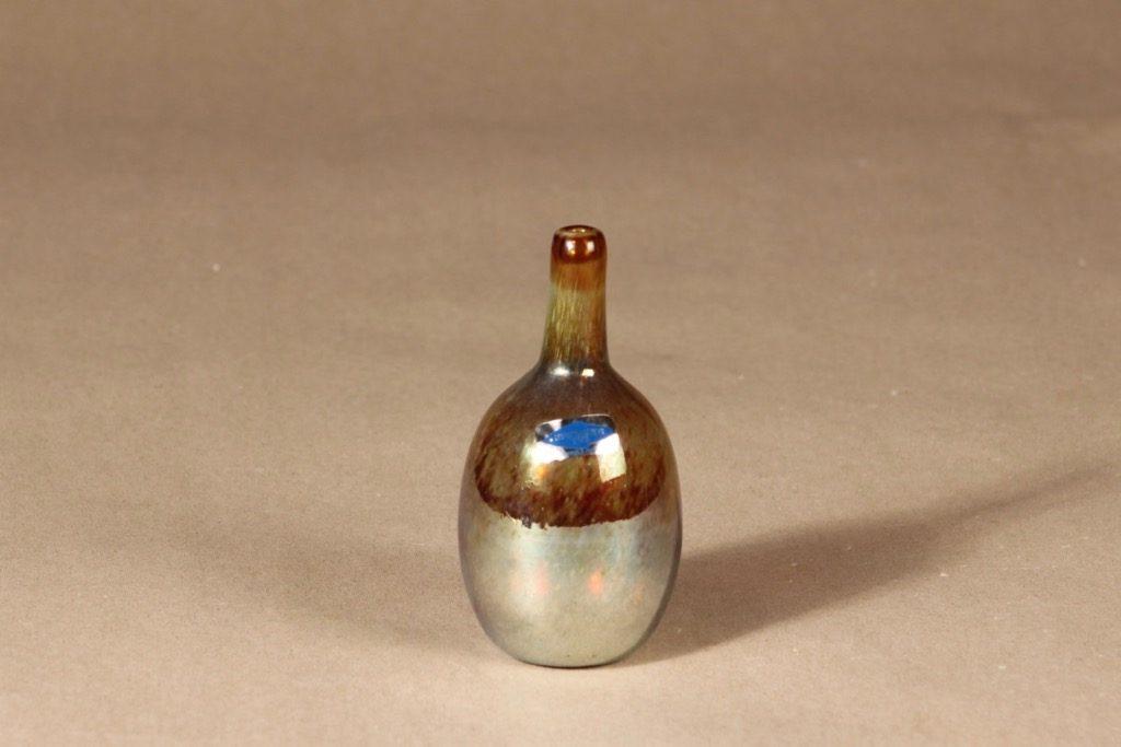 Nuutajärvi Mansikkapaikka art glass bottle designer Oiva Toikka