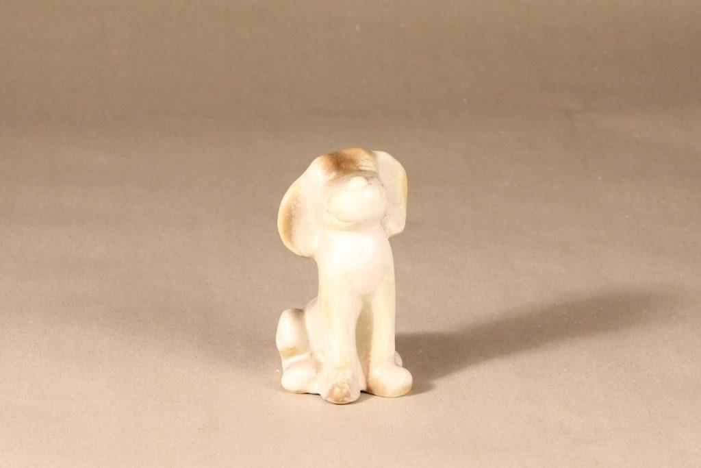 Arabia figuuri, koira, suunnittelija Raili Eerola, koira, signeerattu