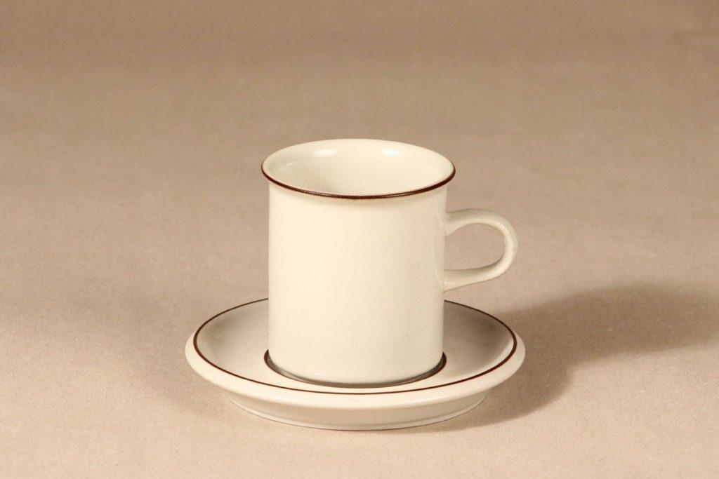Arabia Fennica kahvikuppi, ruskea, suunnittelija Richard Lindh, raitakoriste
