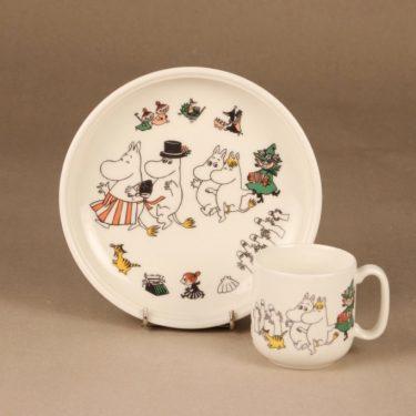 Arabia Muumi lautanen ja muki, Iloinen perhe, 2 kpl, suunnittelija Tove Slotte, Iloinen perhe kuva 2