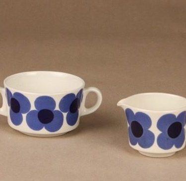 Arabia Aurinko sokerikko ja kermakko, sininen, suunnittelija Esteri Tomula, kukka, retro
