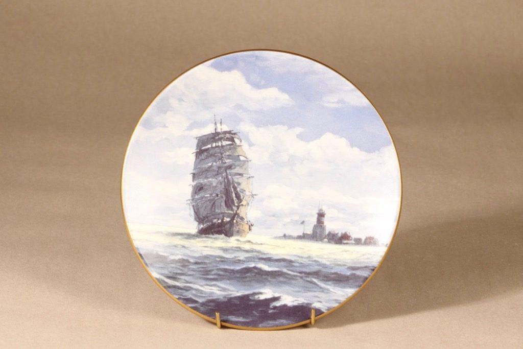 Arabia Merilinja seinälautanen, Harmaja, suunnittelija Adolf Bock, Harmaja, Laiva-aihe
