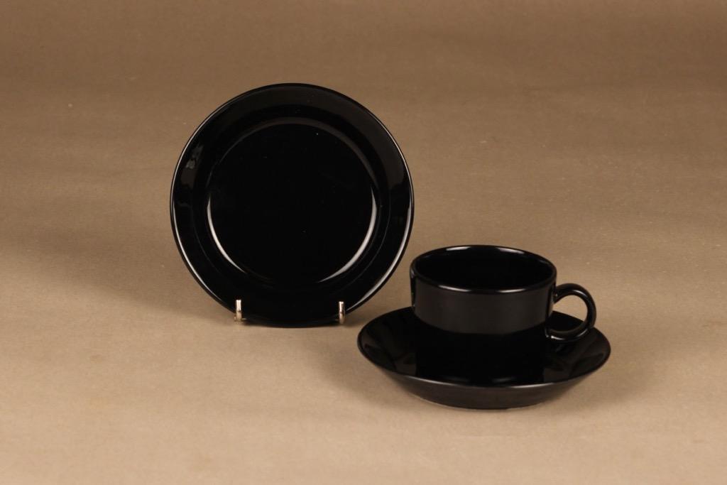 Arabia Teema Kahvikuppi ja lautaset, musta, suunnittelija Kaj Franck,