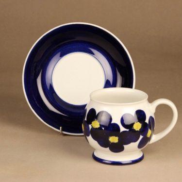 Arabia Aprilli kuppi ja lautanen, 60 cl, suunnittelija Esteri Tomula, 60 cl, käsinmaalattu, signeerattu kuva 2