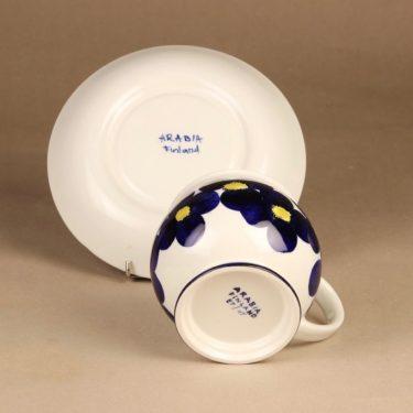 Arabia Aprilli kuppi ja lautanen, 60 cl, suunnittelija Esteri Tomula, 60 cl, käsinmaalattu, signeerattu kuva 3