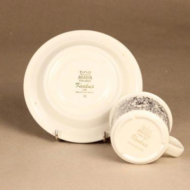 Arabia Krokus kahvikuppi, mustavalkoinen, harmaa, suunnittelija Esteri Tomula, serikuva, kukka-aihe kuva 3