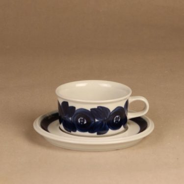 Arabia Anemone tea cup, hand-painted designer Ulla Procope