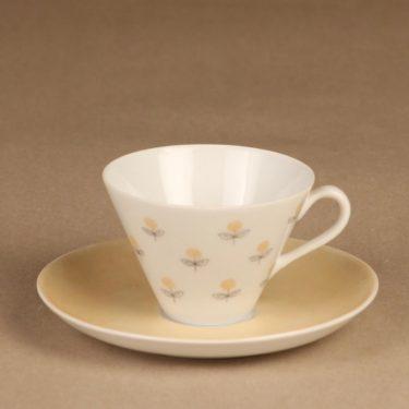 Arabia Monica kahvikuppi ja lautaset,, suunnittelija Esteri Tomula, , Kuppi 5.5*3.3-8.1 cm, asetin halkaisija 13.3 cm, pullalautasen 15.2 cm kuva 2