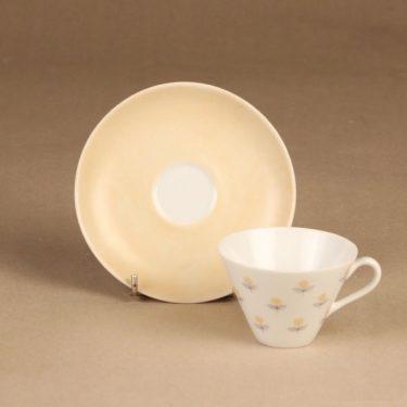 Arabia Monica kahvikuppi ja lautaset,, suunnittelija Esteri Tomula, , Kuppi 5.5*3.3-8.1 cm, asetin halkaisija 13.3 cm, pullalautasen 15.2 cm kuva 3