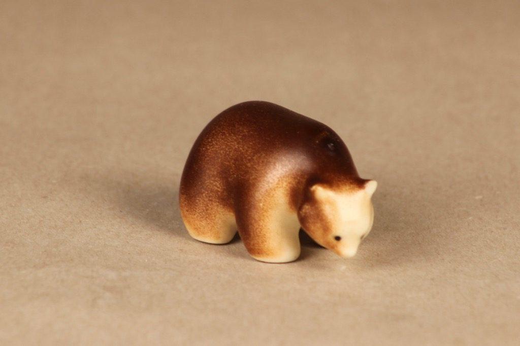 Arabia figuuri, karhu, suunnittelija Raili Eerola, karhu, käsinmaalattu, pieni