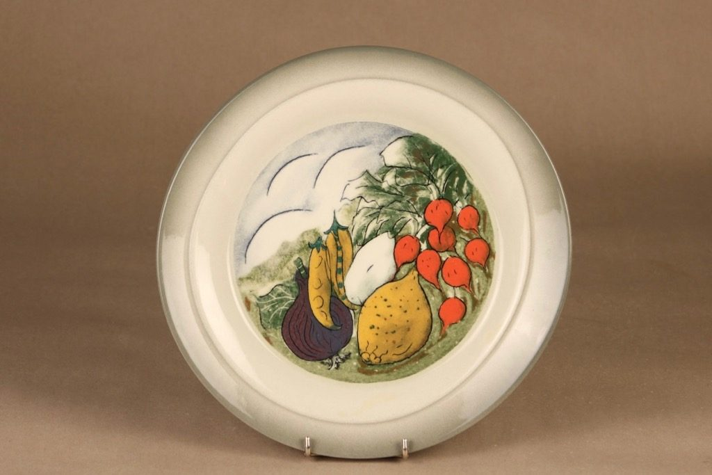 Arabia Tuuli plate Salad in the making designer Heljä Liukko-Sundström