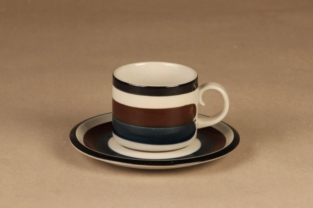 Arabia Kaira teekuppi, 20 cl, suunnittelija Anja Jaatinen-Winquist, 20 cl, käsinmaalattu, raitakoriste