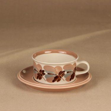 Arabia Koralli teekuppi ja lautaset, vaaleanpunainen, suunnittelija Raija Uosikkinen,  kuva 2