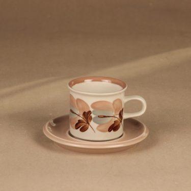 Arabia Koralli kahvikuppi ja lautaset, vaaleanpunainen, suunnittelija Raija Uosikkinen,  kuva 2