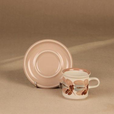 Arabia Koralli kahvikuppi ja lautaset, vaaleanpunainen, suunnittelija Raija Uosikkinen,  kuva 3