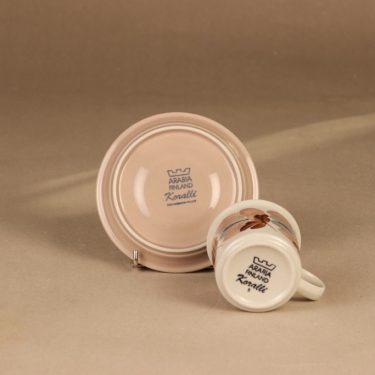 Arabia Koralli kahvikuppi ja lautaset, vaaleanpunainen, suunnittelija Raija Uosikkinen,  kuva 4