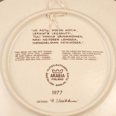 Arabia Kalevala vuosilautanen, 1977, suunnittelija Raija Uosikkinen, 1977, serikuva kuva 2