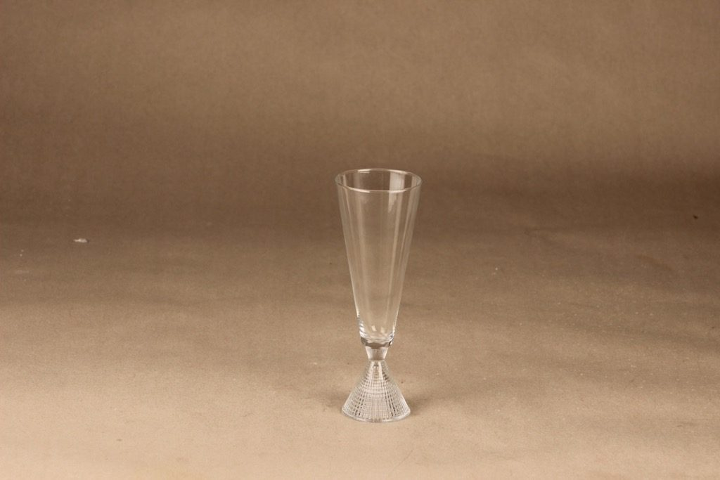 Iittala Briljant sparkling wine glass designer Tapio Wirkkala