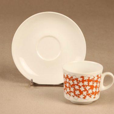 Arabia Pikkukukka kahvikuppi ja lautaset, 3 osaa, suunnittelija , 3 osaa kuva 2