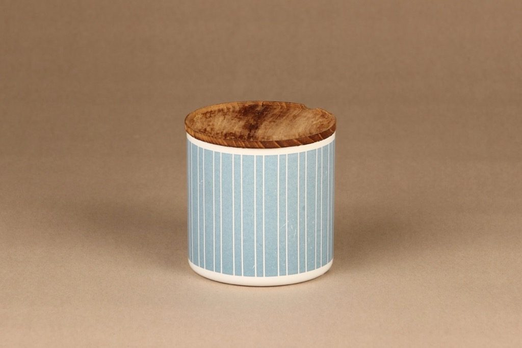 Finel jar with wooden lid