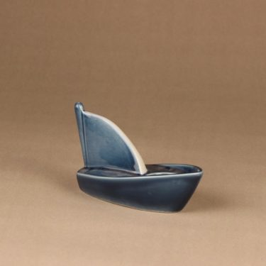 Arabia HLS tuikkuvene, sinivalkoinen, suunnittelija Heljä Liukko-Sundström, kynttilänjalka, vene kuva 2