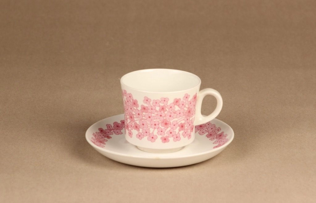 Arabia Leena kahvikuppi , vaaleanpunainen, suunnittelija Raija Uosikkinen, serikuva, kukka