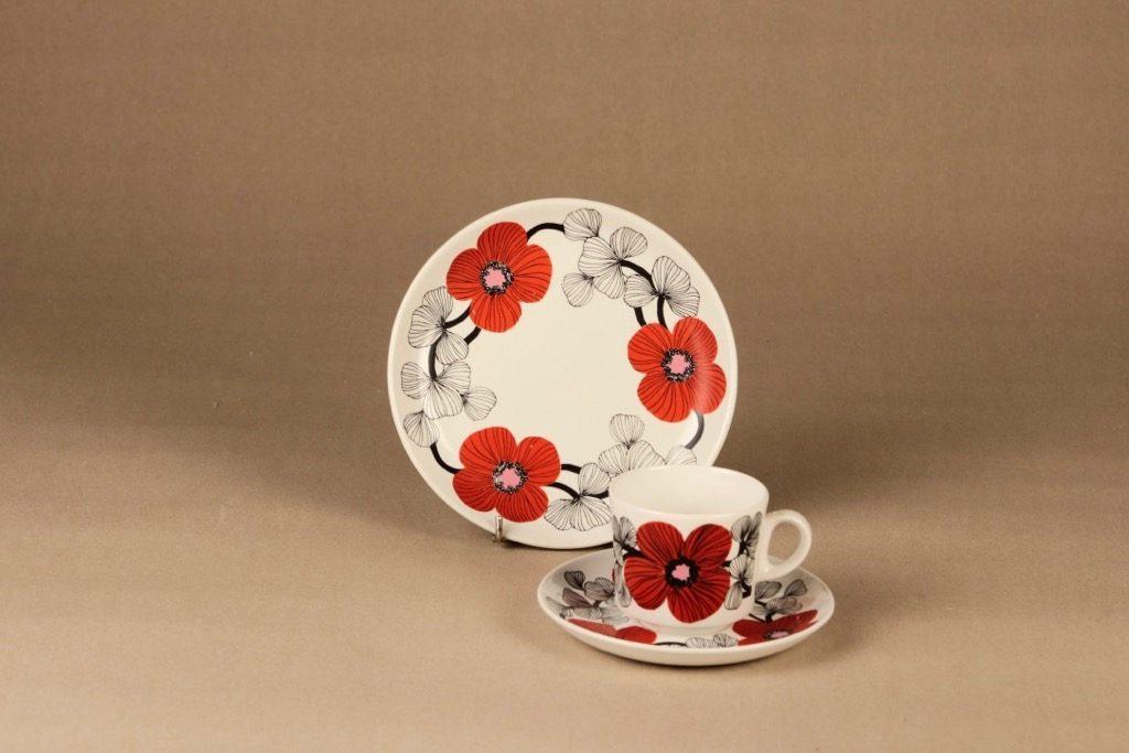 Arabia Isokukka kahvikuppi ja lautaset, punainen, suunnittelija Esteri Tomula, kukka, retro