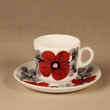 Arabia Isokukka coffee cup and plates designer Esteri Tomula 2