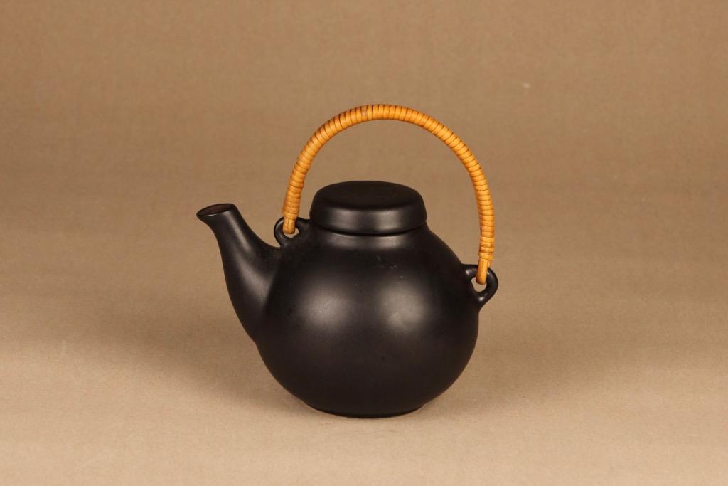 Arabia GA1 teekaadin, rottinkikahvalla, suunnittelija Ulla Procope, rottinkikahvalla, teekannu
